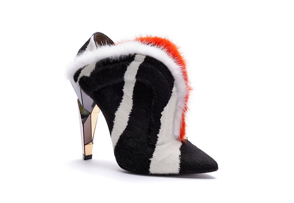 fendi_escarpins_zebre_fourrure_chaussures_stars_de_la_saison_128783729_north_883x[1]