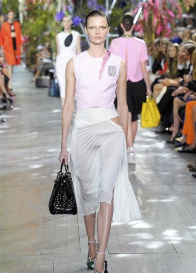 Dior-RS14-2640_main_image_defile