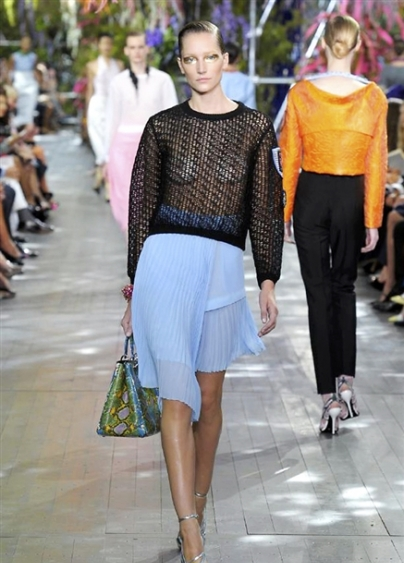 Dior-RS14-2753_main_image_defile