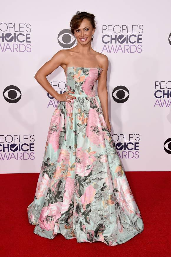 peoples-choice-awards-2015-katherine-mcphee-ellen-pompeo-karina-smirnoff-red-carpet-orig-3-getty__width_580
