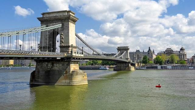 chain-bridge-or-other-beautiful-bridges-near